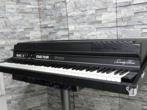_Rhodes_piano_Mark_m0o257_1.jpg