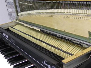 _Rhodes_piano_Mark_m0o257_2.jpg