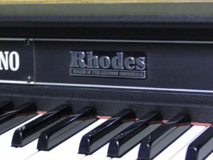 _Rhodes_piano_Mark_m0o257_6.jpg